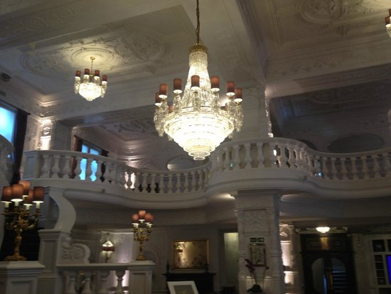 St. Ermin's Hotel, Autograph Collection: Chandelier in Lobby