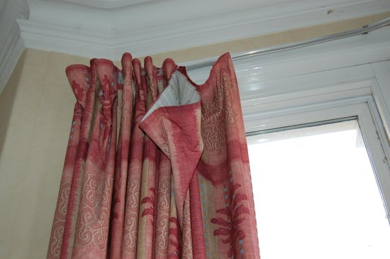 The Clifton Hotel - Scarborough: curtains missing hooks