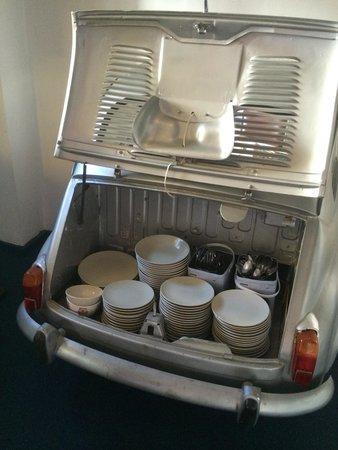 Hotel Enfrente Arte: Coche con platos