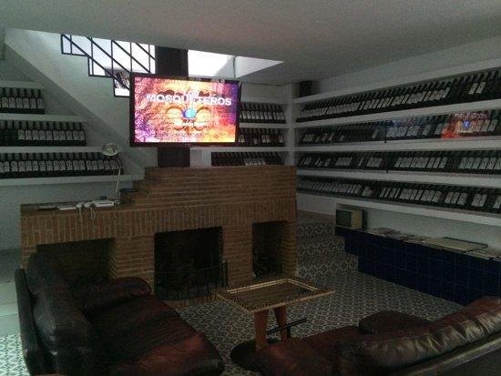Hotel Enfrente Arte: Sala de juegos y TV