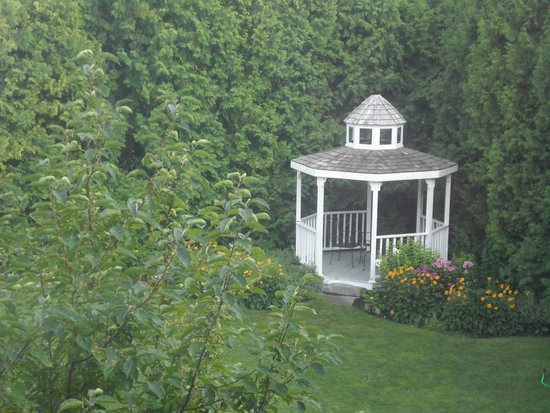 Exeter Inn: gazebo for the guests