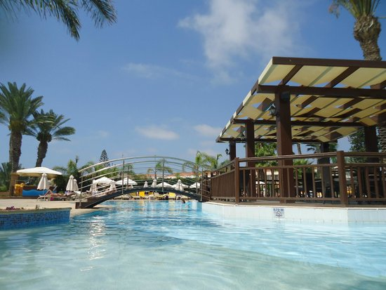 Olympic Lagoon Resort: adult pool