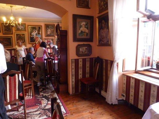 Ariel : Interior of restaurant