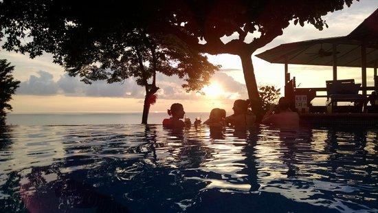 Buena Vista Luxury Villas: relaxing in the pool