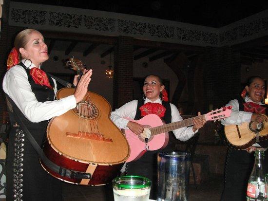 Excellence Playa Mujeres: Mariachi at Agave