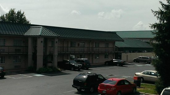 Park Inn by Radisson Harrisburg West: Hotel or Motel??