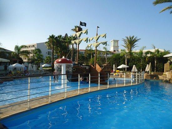 Olympic Lagoon Resort: childrens pool