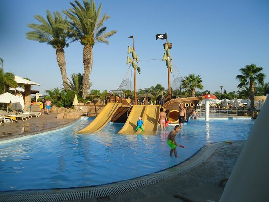 Olympic Lagoon Resort: Childrens pool area