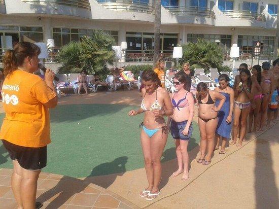 Hotel Mercury: Jugando