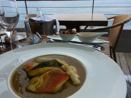 Restaurant Peron : Une boullaibaisse exquise avec vue directe sur la mer.
