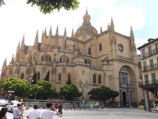 Alcázar: Catedral Gotica de Segovia, Plaza Mayor