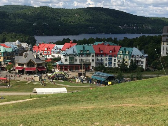 Station Mont Tremblant : Village from the mountain