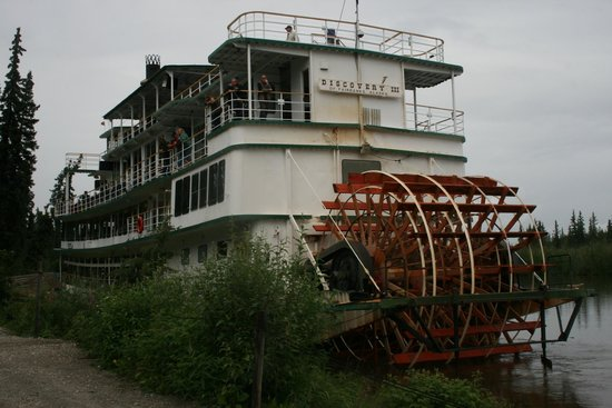 Riverboat Discovery : Discover III docked at the fish camp