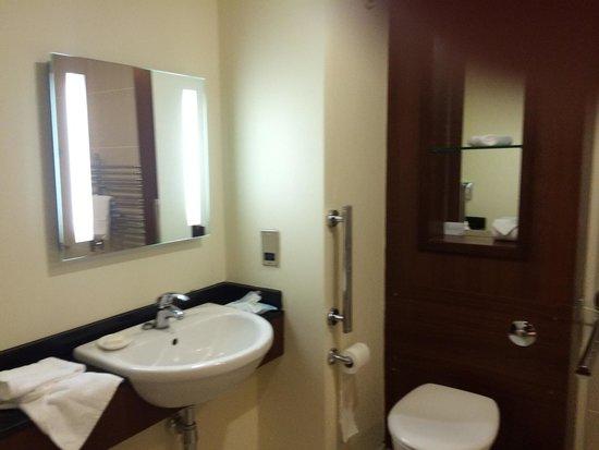 Dunston Hall: Good shower room
