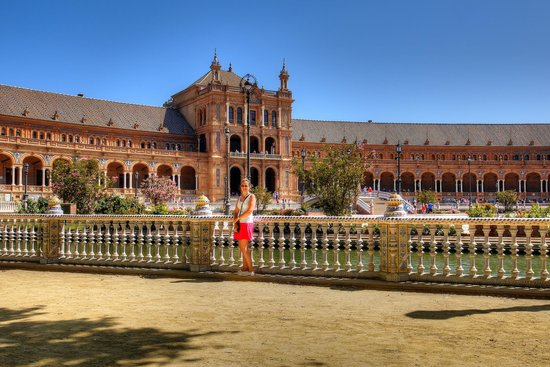 Plaza de España: In front of the canal