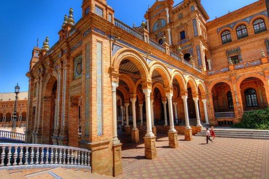 Plaza de España: Pillars