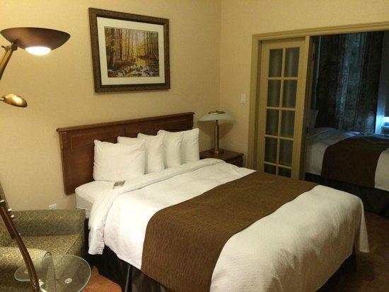 Quality Suites Drummondville : Ground floor suite