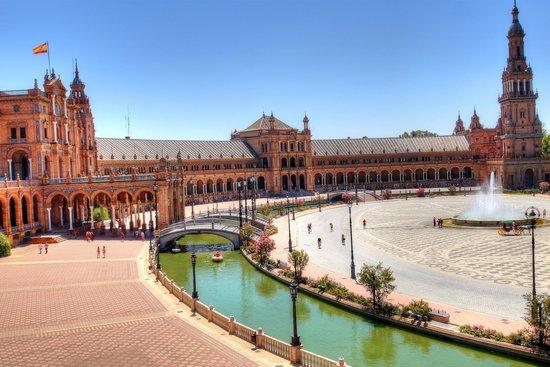 Plaza de España: Distant view