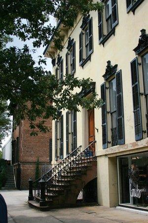 Savannah Historic District : Lovely architecture in Savannah's historic district