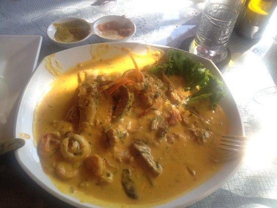 Mamashana Café Restaurante: Corvina con mariscos en salsa