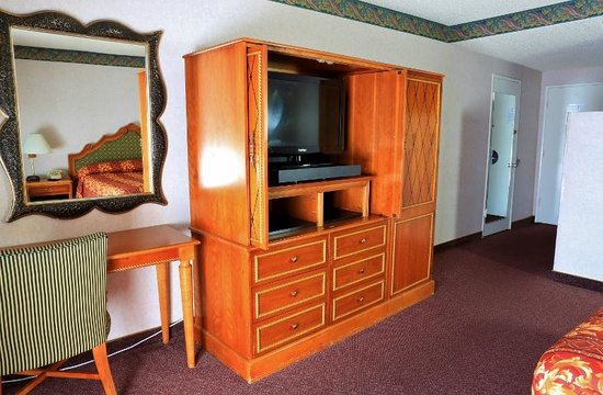 Valley Inn & Conference Center: DELUXE ROOM FURNITURE