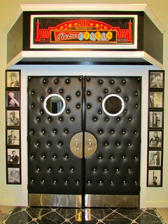 Madison, GA: Entry doors to our Hollywood themed cinema