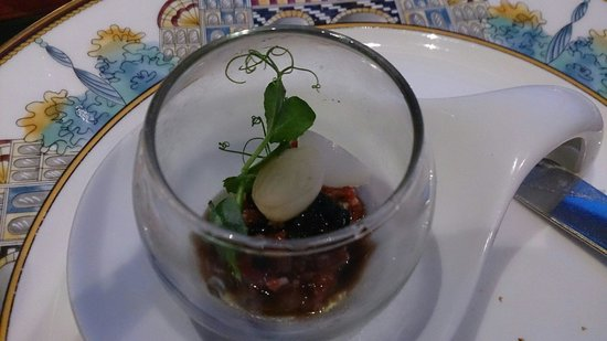The Tower Club Singapore: Appetiter,  i forgot the description but contains beef and caviar. Enjoyable!