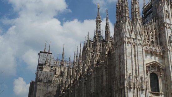 UNA Hotel Cusani : Milan Dumono - well worth going inside!