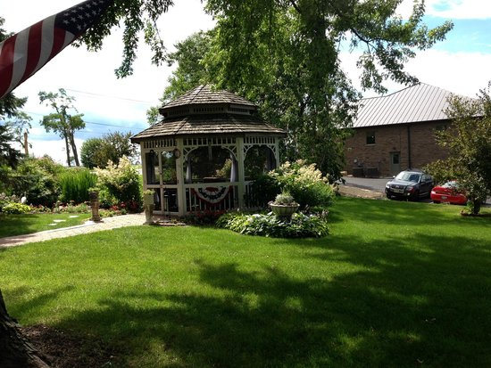 Cloran Mansion Bed & Breakfast: The gazebo.