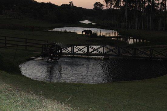 Recanto Alvorada Eco Resort: Roda d'água e cavalos