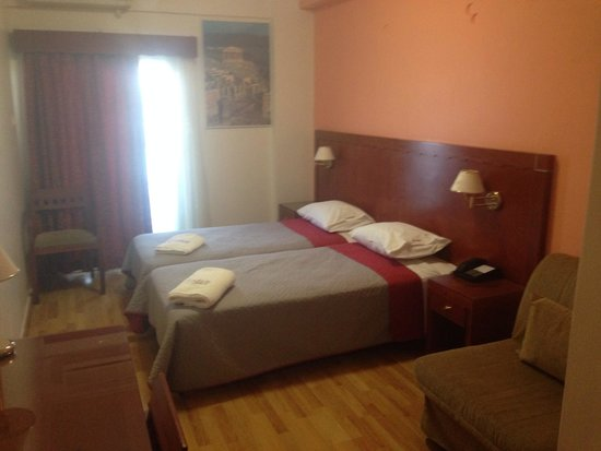 Attalos Hotel: Ample room for one! AC unit overhead and balcony overlooking Acropolis