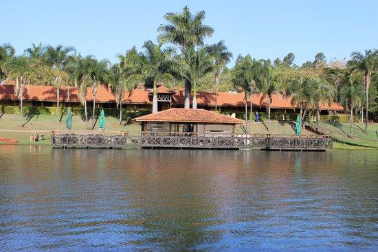Recanto Alvorada Eco Resort: Deck e lago