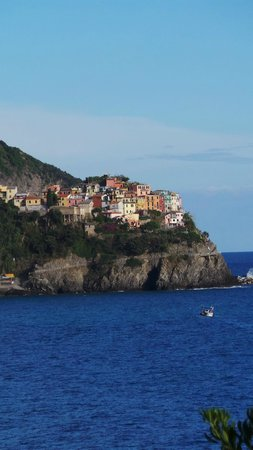 Bagni Arcobaleno: Beach side resort near Cinque Terre