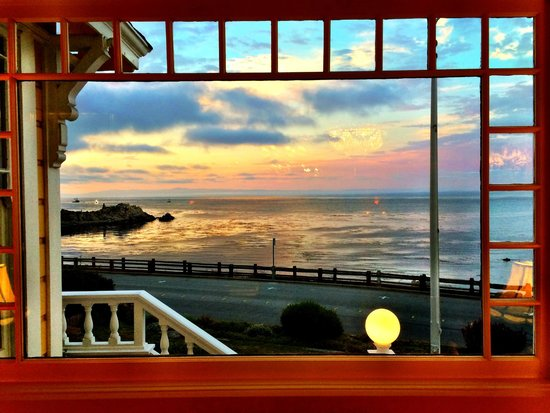 Seven Gables Inn: Our room view in the evening