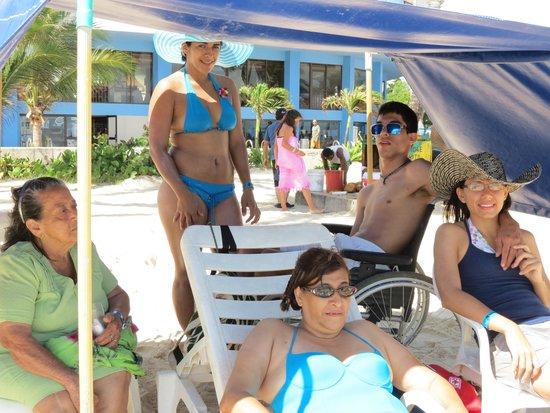 Hotel Blue Tone: En la playa frente al hotel
