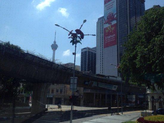 Hop on Hop Off Bus Kuala Lumpur: KLタワーが見えてきました。