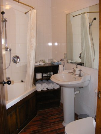 The Honest Lawyer Hotel: Hotel Room Nine Ensuite