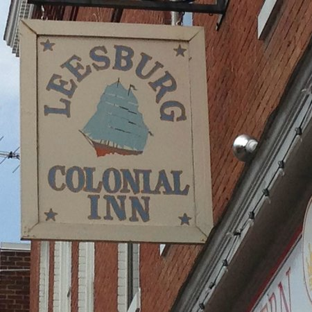 Leesburg Colonial Inn: Welcome sign