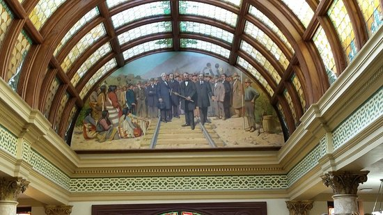 Montana State Capitol: Art and stained glass!