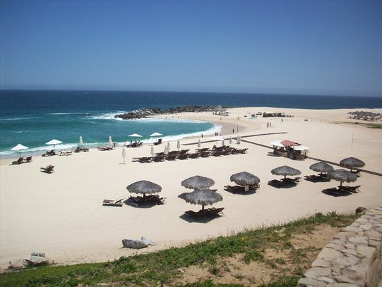 Hilton Los Cabos Beach & Golf Resort: Beach area from poolside