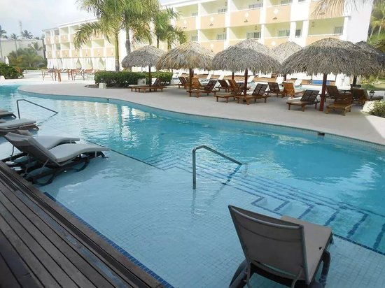 Grand Palladium Punta Cana Resort & Spa: hotel espectacular piscina de royal suites desde  el balcon