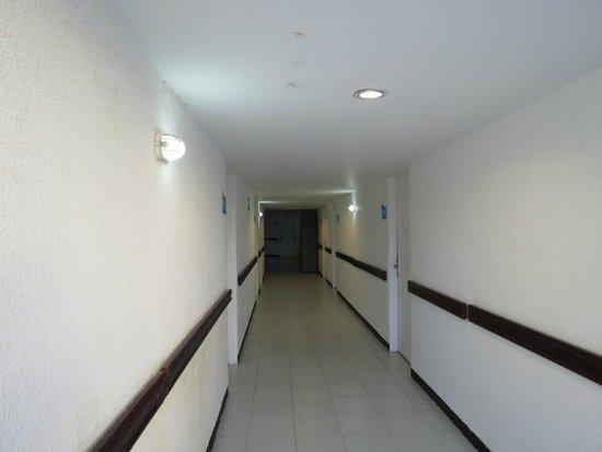 Hotel Blue Tone: El pasillo del 3 piso