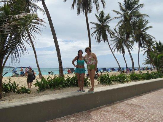Hotel Blue Tone: Posando fente a la playa