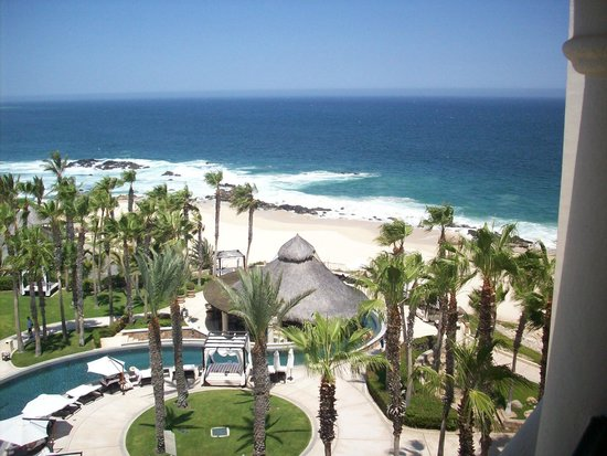 Hilton Los Cabos Beach & Golf Resort: Beach from pool area