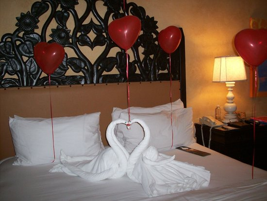 Hilton Los Cabos Beach & Golf Resort: Room decorated for 25th anniversary
