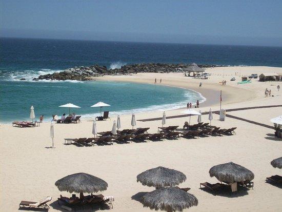 Hilton Los Cabos Beach & Golf Resort: Beach from pool