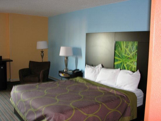 Super 8 Mount Laurel: Stylish Room
