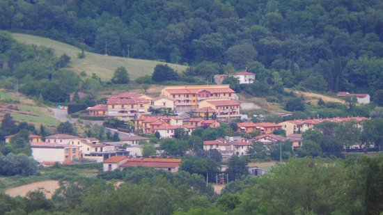 Vita Nova Casa Vacanze: Zoomed in on a nearby village from the pool area