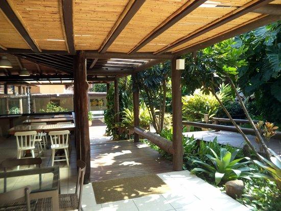Hotel La Foret: Acesso dos Chalés ao restaurante para o café da manhã
