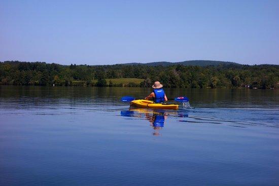 Black Swan Inn Berkshires, an Ascend Collection Hotel: Kayaking on Lake Laurel!